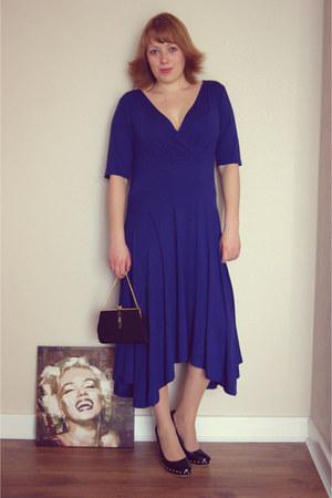blue dress - black bag