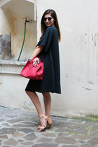 charcoal gray Labo Art dress - red Danielapi bag - black komono sunglasses