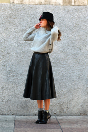 black Alysi skirt - black Hutstuebele hat - heather gray H&M jumper