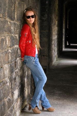 black Polaroid glasses - red jacket - brown vintage boots