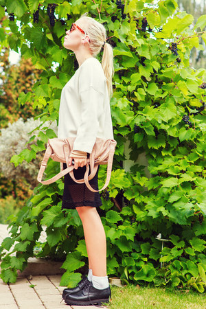 white chunky Zara sweater - nude fine knitt mtwtfss weekday shirt