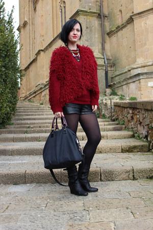 black lanvin boots - black Borbonese bag - black Urban Outfitters shorts