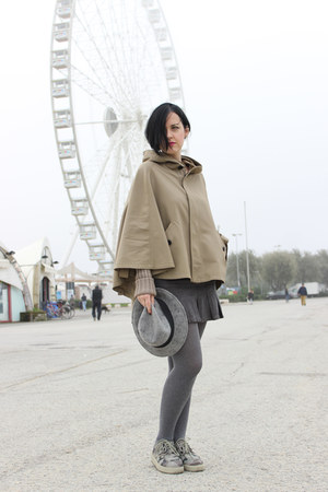 camel Twin Set cape - army green creepers shoes