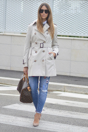 beige trench coat Burberry jacket - teal Zara jeans
