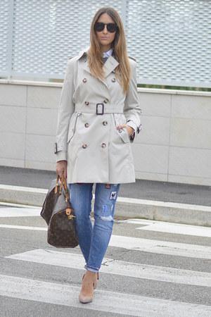 beige trench coat Burberry jacket - teal Zara jeans