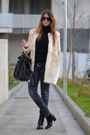 eggshell faux fur Zara Kids coat - black Nellycom boots