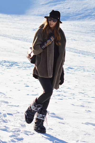 black Moon Boot boots - light brown Sheinside coat - black Panizza hat