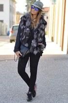 nike sneakers - Borsalino hat - Zara bag - Oakley sunglasses