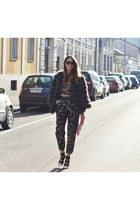 black Valentino sunglasses - bubble gum Roger Vivier bag - Giuliette Brown top