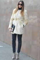 gold Zara belt - ivory Zara coat - black H&M jeans - beige Stradivarius bag