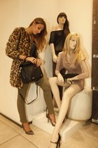 leopard print Guess coat - Guess bag - Guess pants - Guess heels