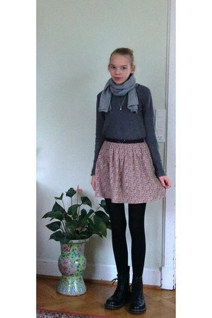 gray GINA TRICOT sweater - black Dr Martens shoes - heather gray IRO scarf - mar
