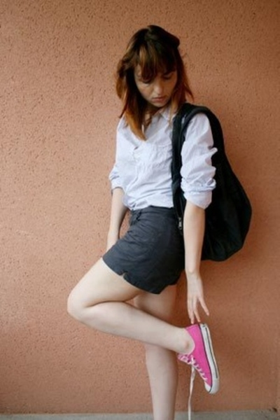 converses shoes - H&M shorts - Zara shirt - purse
