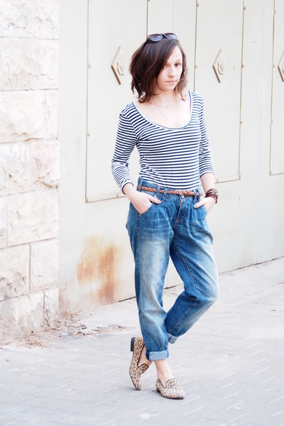 67267e60c2 navy boyfriend Bershka jeans - blue castro top - dark khaki Steve Madden  loafers