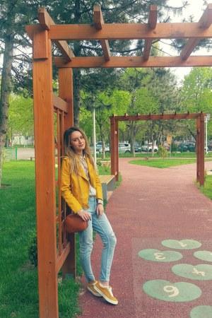 Zara jeans - floral print H&M shirt - pull&bear purse - Bershka sneakers