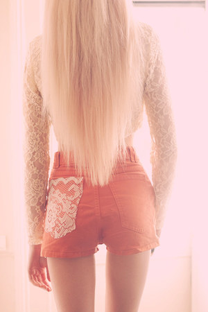 Coral-diy-lace-american-apparel-shorts-ivory-cropped-lace-motel-rocks-top