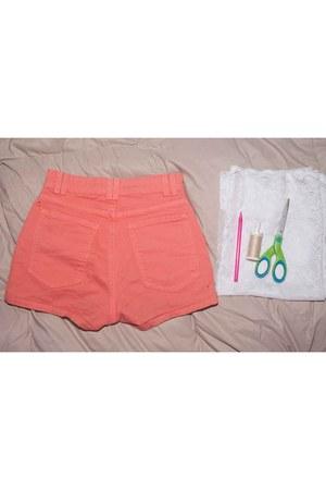 Coral-diy-lace-americano-fato-shorts-marfim-cropped lace-motel-rochas-top