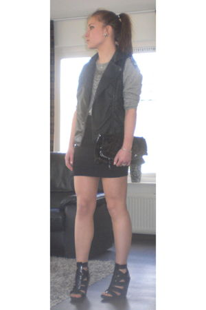 black Bershka shoes - black Primark wallet - black Forever 21 jacket - black H&M