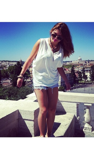 vintage necklace - Mango necklace - Zara shorts - Police sunglasses