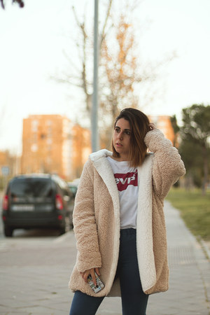 neutral Rosegal coat - navy Bershka jeans - white Levis shirt