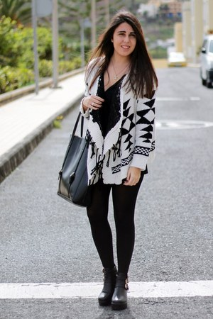 ivory Oasapcom cardigan - black Local store boots - black Pimkie bag