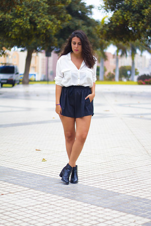 black Stradivarius boots - black sammydress shorts - white Primark blouse