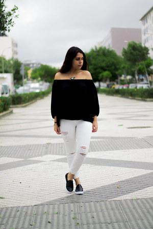 black Stradivarius shirt - white pull&bear jeans