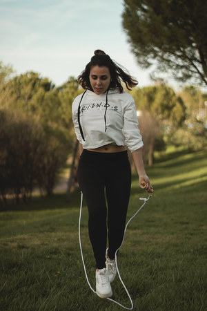 black zaful leggings - white zaful sweatshirt - white Mustang sneakers