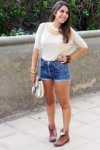 eggshell Misako bag - camel Madrid Store boots - sky blue Levis shorts