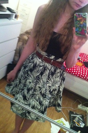 black cotton H&M top - black H&M skirt - dark brown second hand belt