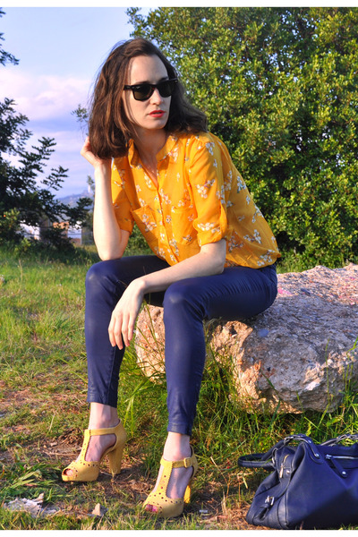 Yellow shirt with blue pants