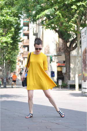 mustard Zara dress - dark green &otherStories sandals