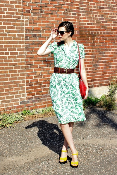 green vintage dress - red cross body vintage bag