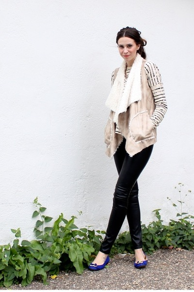 Ivory-gap-sweater-black-faux-leather-h-m-pants-off-white-zara-vest_400