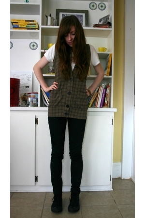 Charlotte Russe vest - Hanes t-shirt - Urban Outfitters pants - Converse shoes