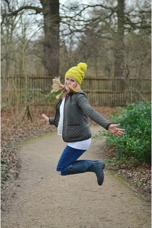 navy wellies Hunter boots - gold woolly asos hat