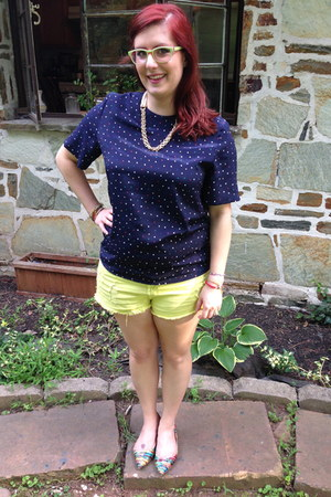 yellow cotton on shorts - gold baublebar necklace - navy vintage blouse