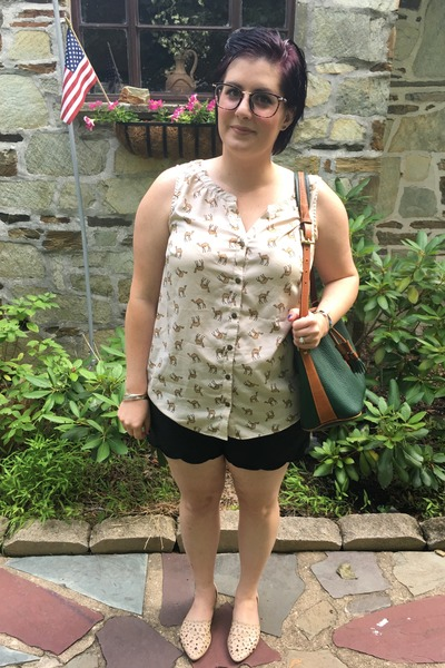 army green Dooney & Bourke bag - black Gap shorts - cream croft & barrow top