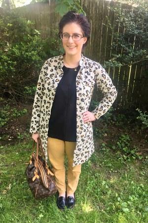 gold Hunt & Orchard necklace - ivory APC jacket