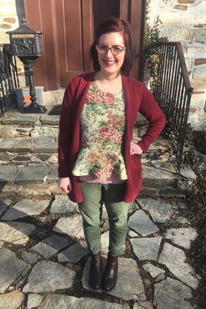 maroon thrifted boots - maroon Old Navy sweater - gold gift necklace