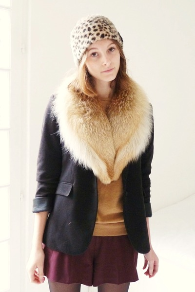 beige fur vintage scarf - black minello boots - beige leopard printed H&M hat