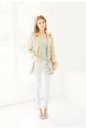 beige trench Zara jacket - white skinny H&M jeans - off white leather Zara bag