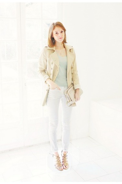 beige trench Zara jacket - white skinny H&amp;M jeans - off white leather Zara bag