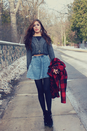 gray crop top Urban Outfitters top - black platform Jeffrey Campbell boots
