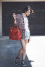 Orange-orange-leather-vestròs-bag-light-blue-levis-shorts