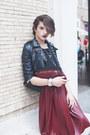 Black-shoes-black-studded-leather-lolive-verte-jacket-crimson-vintage-bag