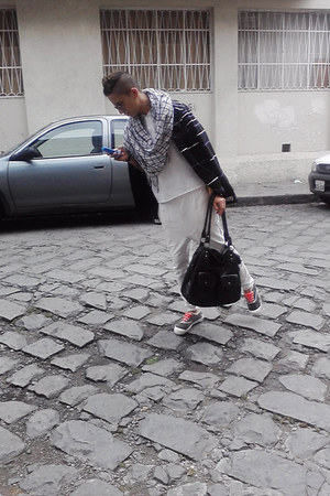 black pull&bear jacket - white Zara scarf - bag - white vintage t-shirt - pants