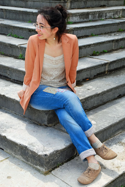 blue with patches Pimkie jeans - nude H&M blazer - beige lace Mango top