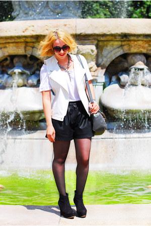 fake leather Zara shorts - Promod vest