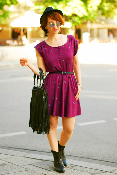 feather print H&M dress - black fringe H&M bag